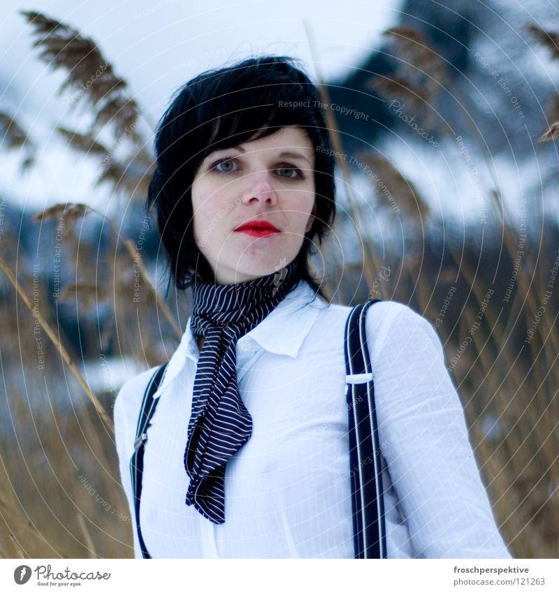 schau mich nicht so an Frau Winter Gesicht Auge kalt Berge u. Gebirge Schnee Haare & Frisuren See Denken Eis Mund Schweiz Schilfrohr Tanne Schminke