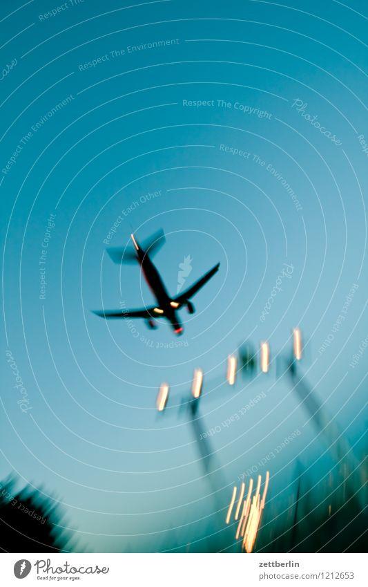 Landen Himmel Ferien & Urlaub & Reisen Reisefotografie Berlin fliegen Luftverkehr Textfreiraum Beginn Geschwindigkeit Flugzeug Eile Flugzeugstart Abheben