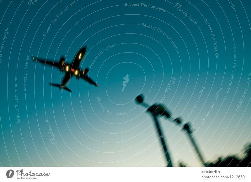 Flugzeug Himmel Ferien & Urlaub & Reisen Reisefotografie fliegen Luftverkehr Textfreiraum Beginn Geschwindigkeit Eile Flugzeugstart Abheben Dynamik