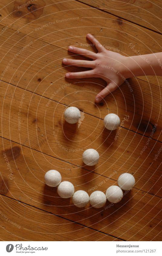 Rund 2 Hand Freude Hintergrundbild Spielen Holz lachen Ordnung Arme Finger Bodenbelag Hoffnung Ball Kugel Rolle unordentlich