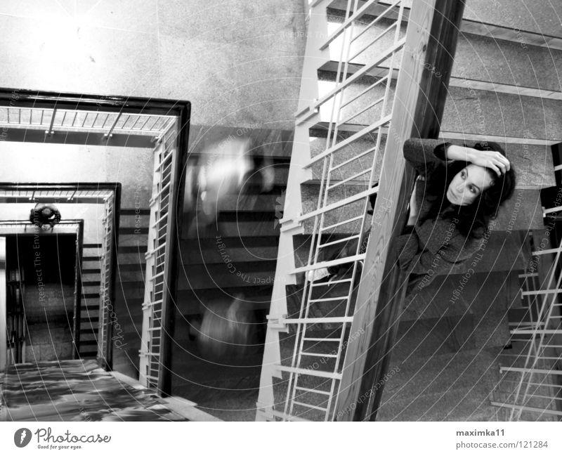 Blind Date Frau Mensch Einsamkeit warten Treppe Vergänglichkeit Sehnsucht Treppenhaus begegnen