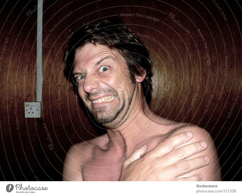 Lichtschock Mann Wand Angst Zähne Typ Panik Grimasse Schwäche Augenbraue Schrecken Schock Holzwand Lichtschalter
