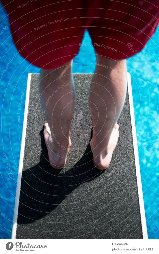 Überwindungskraft Mensch Ferien & Urlaub & Reisen Jugendliche Sommer Wasser Junger Mann Freude Leben Sport Denken Schwimmen & Baden Beine Fuß springen maskulin