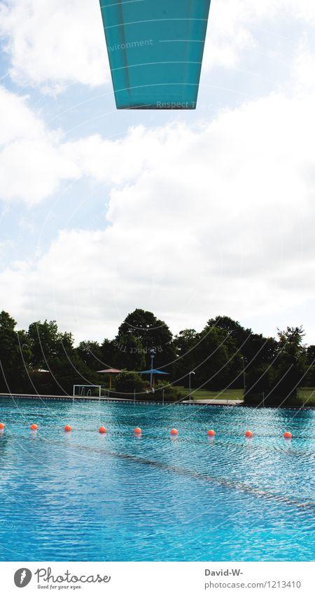 Im Freibad Mensch Jugendliche blau Sommer Wasser Wolken Freude Erwachsene Leben Sport Gesundheit Spielen Schwimmen & Baden Freundschaft Freizeit & Hobby Kindheit