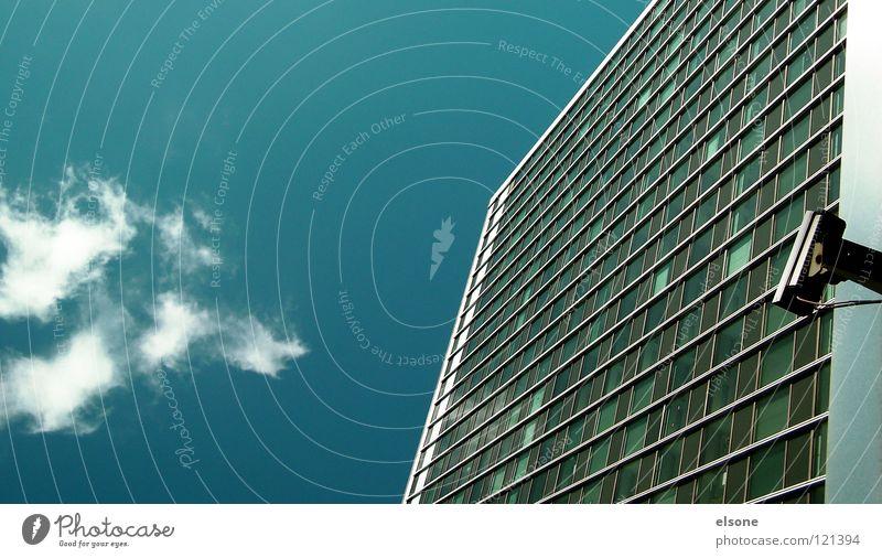 ::ACHTUNG-SCHÄUBLE SIEHT ALLES:: Himmel blau Wolken Haus Fenster Architektur Deutschland Glas Hochhaus gefährlich Fotokamera Frieden Amerika Fensterscheibe Gesetze und Verordnungen Plattenbau