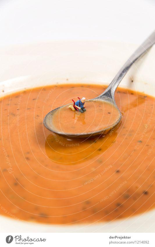 In meiner Suppe schwimmt ein Rollstuhlfahrer Lebensmittel Eintopf Ernährung Mensch maskulin Körper alt schleimig Gefühle Angst Entsetzen Todesangst