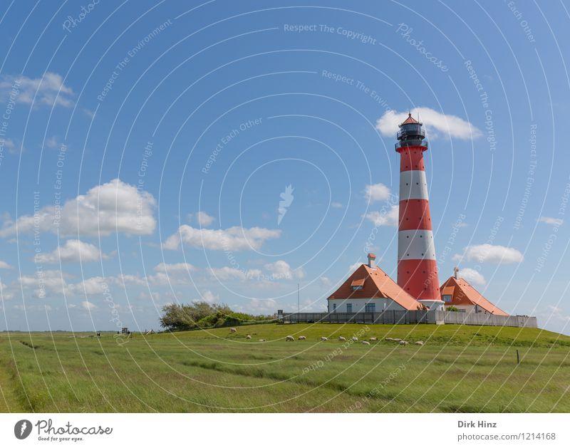 Westerhever Leuchtturm III blau grün weiß rot Wolken Wege & Pfade Küste Freiheit Horizont Tourismus Zeichen historisch Fernweh Wahrzeichen Denkmal Richtung