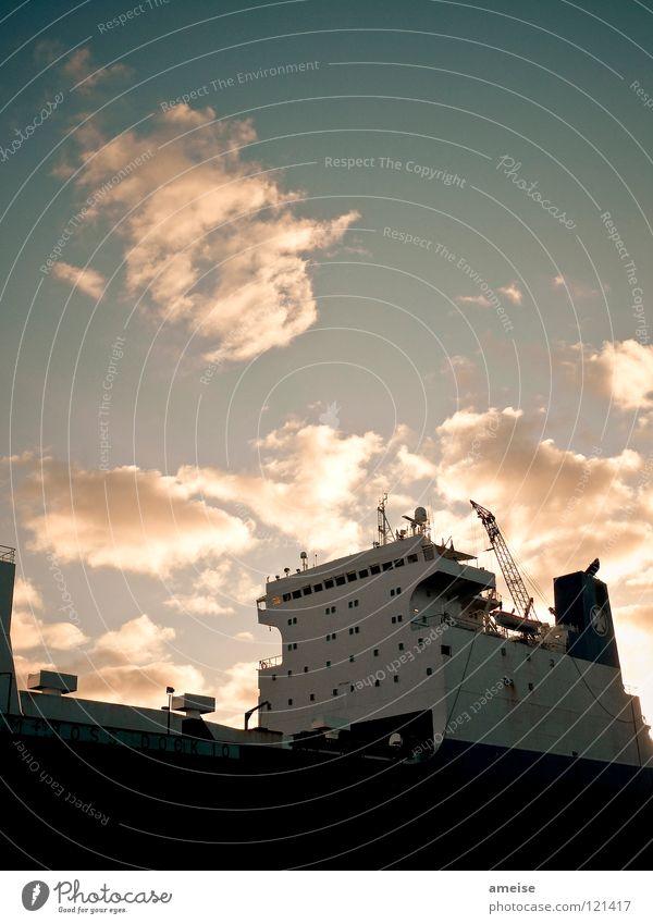 Dock 10 Himmel Wasser Sonne Wolken Ferne Wasserfahrzeug Arbeit & Erwerbstätigkeit Deutschland Industrie Fluss Industriefotografie Hafen Elbe Portwein Heimweh Hamburger Hafen