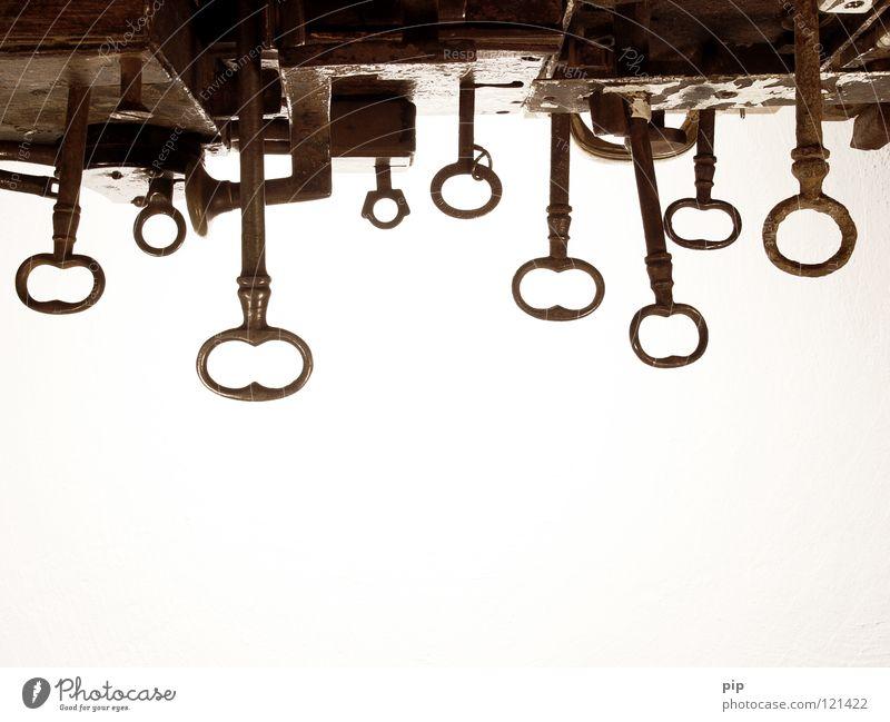 der himmel ist (noch) offen Schlüssel Schlüsselloch Beschläge Scharnier aufmachen schließen geschlossen Geborgenheit Sicherheit Schlüsselanhänger antik Eisen