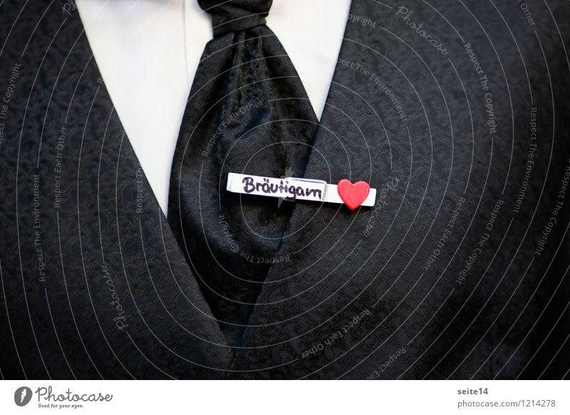 Bräutigam Jugendliche Mann Junger Mann Erwachsene Liebe Gefühle Glück maskulin Zufriedenheit Herz Hochzeit Liebespaar Hemd Anzug Krawatte festlich