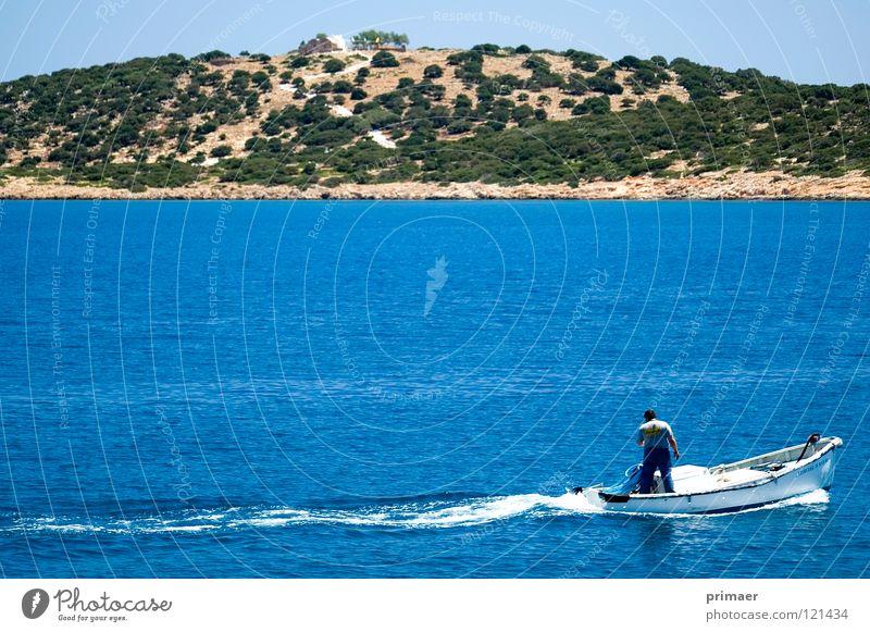 Inselboot Meer himmelblau Wellen Ferne Einsamkeit langsam ruhig Strand Küste Trauer Zärtlichkeiten Europa Außenaufnahme Landschaft Wasserfahrzeug Motorboot Baum