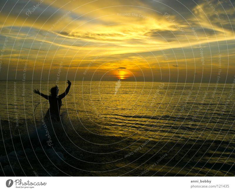 Catch me, if you can Sonnenuntergang dunkel Wolken spritzen Frau Hand Wellen Himmel Meer Wasser Arme rennen Gefühle Abend dark sun water splash woman hands arms