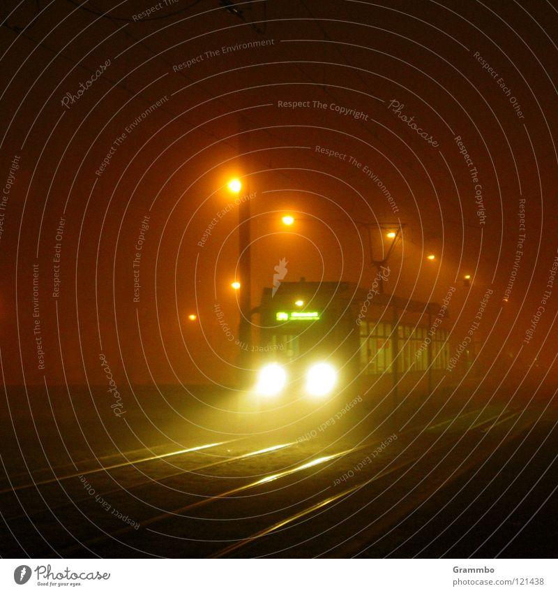 Nachtexpress Nebel Verkehr Eisenbahn Güterverkehr & Logistik Laterne Gleise Strahlung Scheinwerfer Verkehrsmittel Magdeburg Straßenbahn wiederkommen