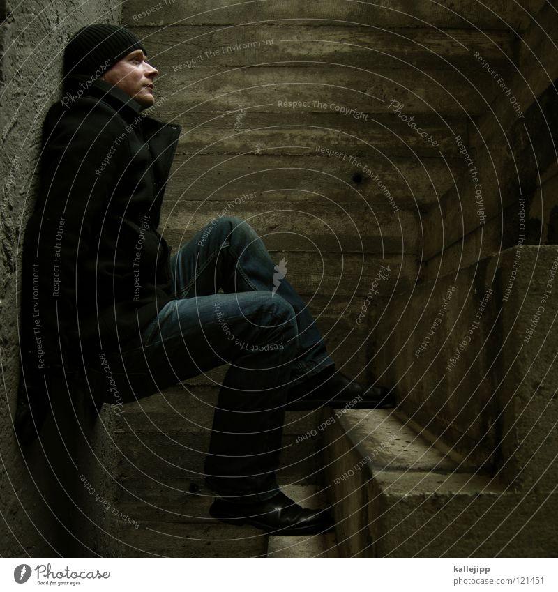 stern-hagel-voll III Beton gedreht Spirituosen Alkoholisiert Rauschmittel drehen Wand schlafen Wappen Käfig Platz eng gefangen gebeugt Körperhaltung Gewicht