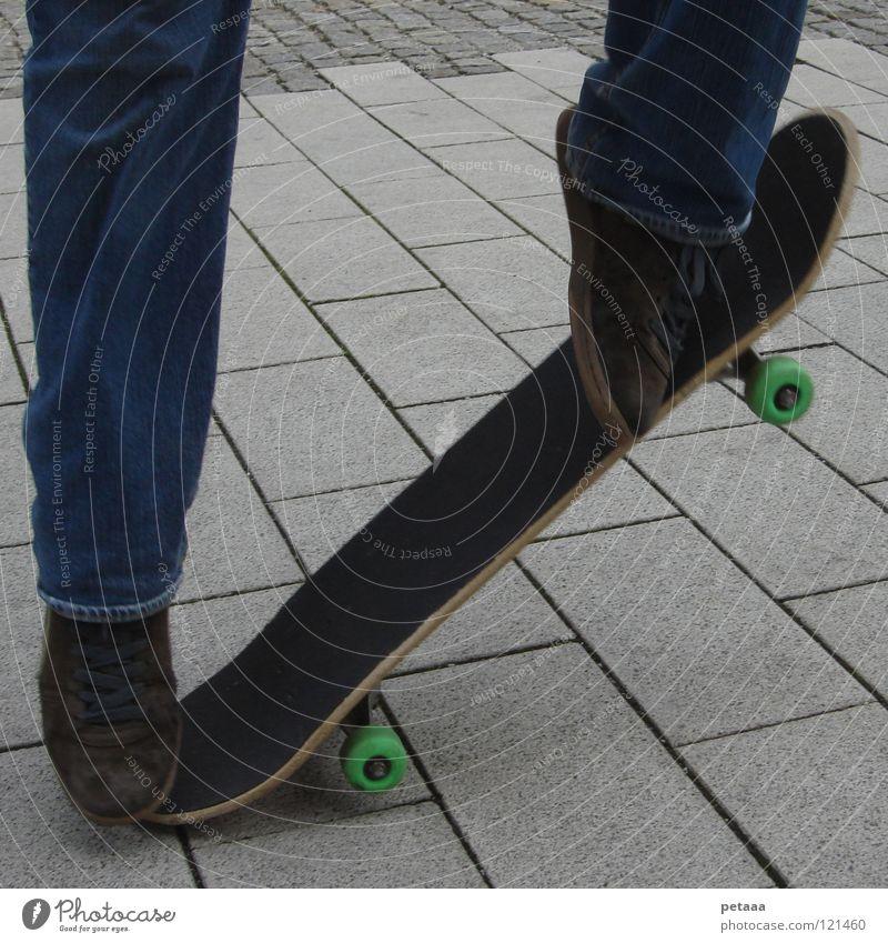 Skating in Munich Mann Jugendliche blau weiß grün Freude schwarz Sport Spielen grau springen Fuß braun Schuhe Freizeit & Hobby Beton