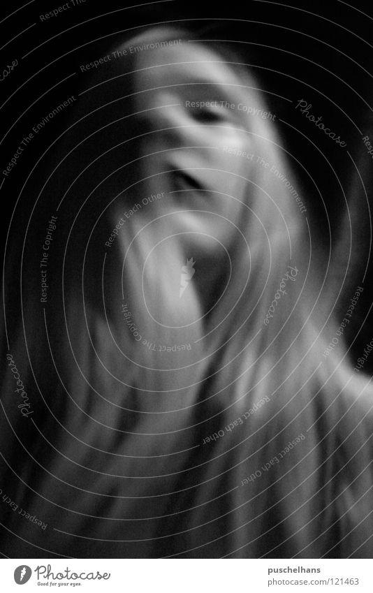 way to heaven Frau Licht dunkel träumen Unschärfe Gefühle sensibel ruhig Vertrauen schön Schatten hell Gesicht Haare & Frisuren Bewegung Momentaufnahme