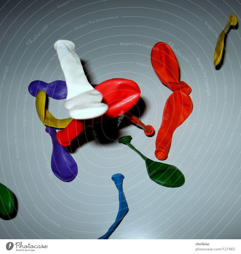 Gummi blau weiß grün rot Freude Spielen Freiheit Party Feste & Feiern Kindheit fliegen Geburtstag frei mehrere Luftverkehr Luftballon