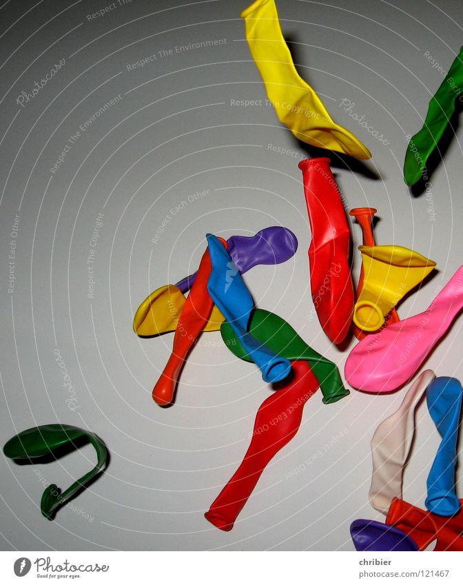 Aufgeflogen blau grün rot Freude gelb Spielen Freiheit Party Luft Kindheit fliegen Geburtstag frei mehrere Luftverkehr leer
