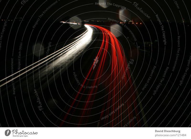 Richtgeschwindigkeit 130 rot gelb Straße dunkel PKW Regen Linie Beleuchtung Wassertropfen nass Geschwindigkeit Brücke Lastwagen Autobahn Richtung Gewitter