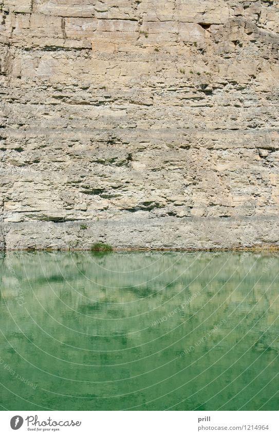 lake at a gravel quarry Natur Wasser Felsen Teich See Stein glänzend grün Steinbruch grube offener steinbruch Gesteinsformationen Felswand sonnig Ausgrabungen