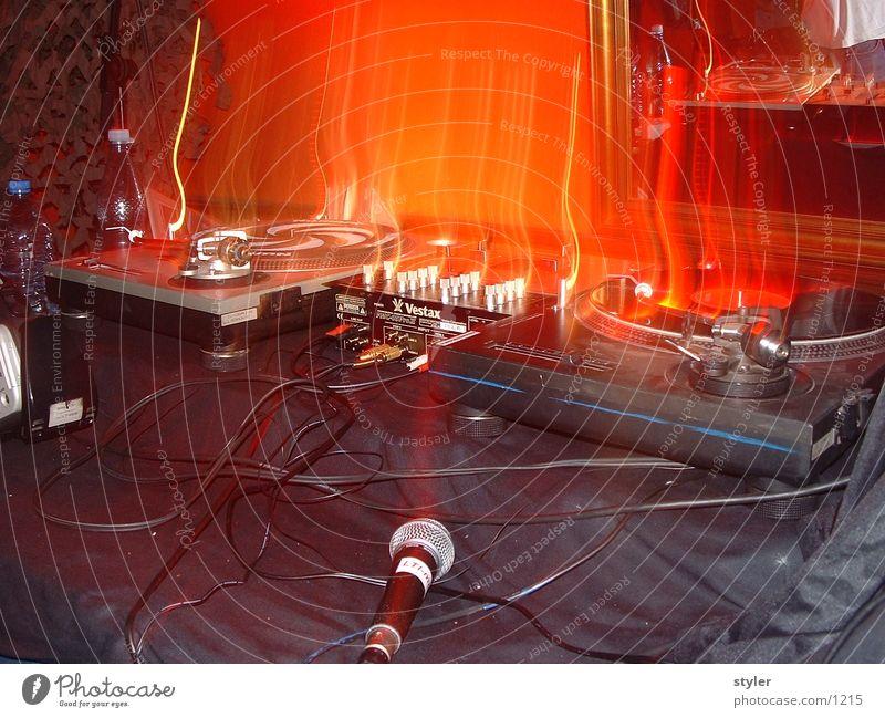 burning turntables Party Diskjockey Hiphop Musik Fototechnik