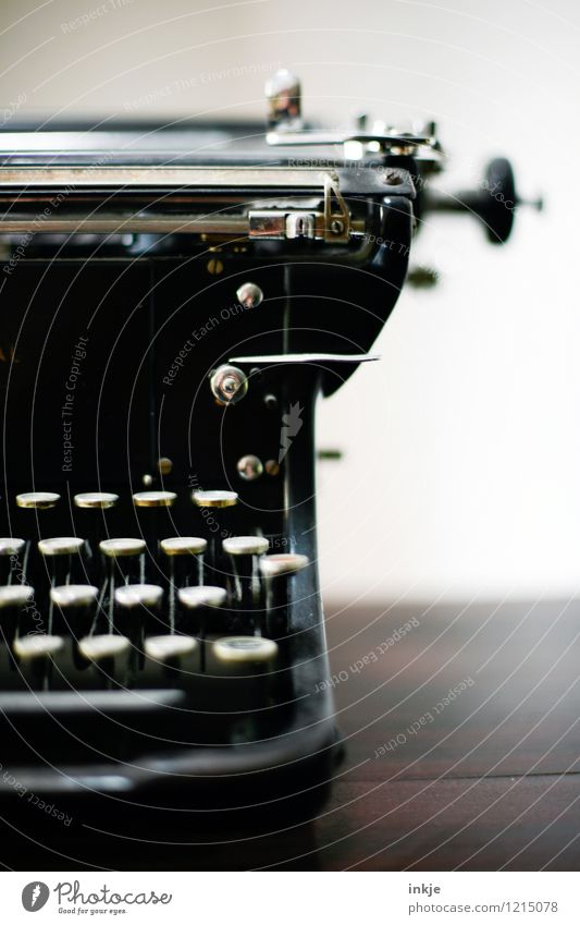 analog rechts alt schwarz Lifestyle Vergänglichkeit retro Wandel & Veränderung historisch Bildung analog Ruhestand Schreibmaschine Sammlerstück