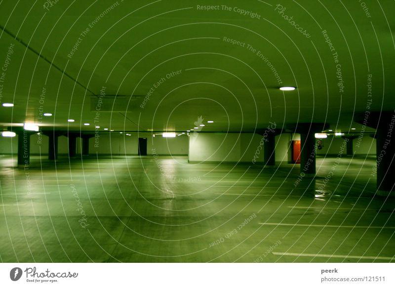 Allein Parkhaus grün Licht parken Angst Panik Einsamkeit Kassel rote tür