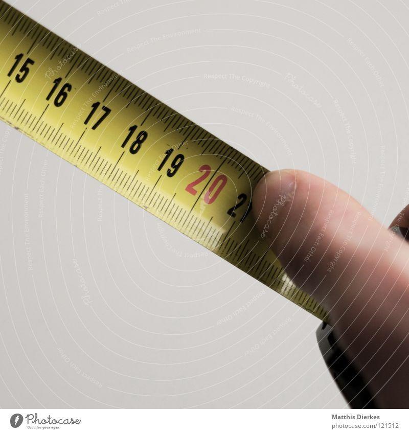 Maß nehmen Maßband 20 Skala Ziffern & Zahlen Messung Finger Dinge Haushalt Handwerk Handwerker Quadrat Vertrauen Sanieren Renovieren Ausmaß Schneider Taille