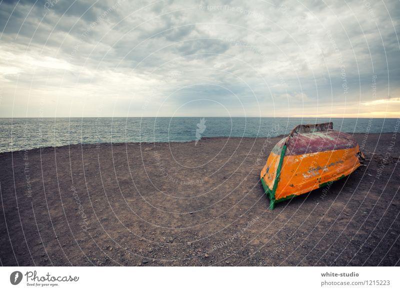 Fisherman's Friend Natur Wasser Einsamkeit Landschaft Strand Umwelt Traurigkeit Gefühle Küste Tod See Arbeit & Erwerbstätigkeit Idylle Wellen trist Erde