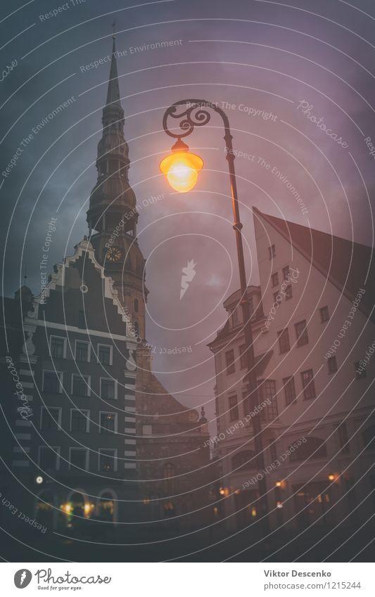 Gelbes Licht auf dem Rathausplatz Ferien & Urlaub & Reisen Stadt alt Haus Straße Architektur Gebäude Kunst Fassade Tourismus Platz Europa Kirche historisch