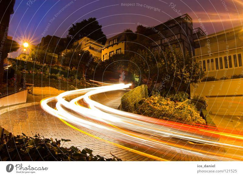 Lombard Street @ Russian Hill San Francisco Kalifornien steil Langzeitbelichtung Kurve Serpentinen Nacht Blume Gegenlicht SF USA Westküste US Highway 101