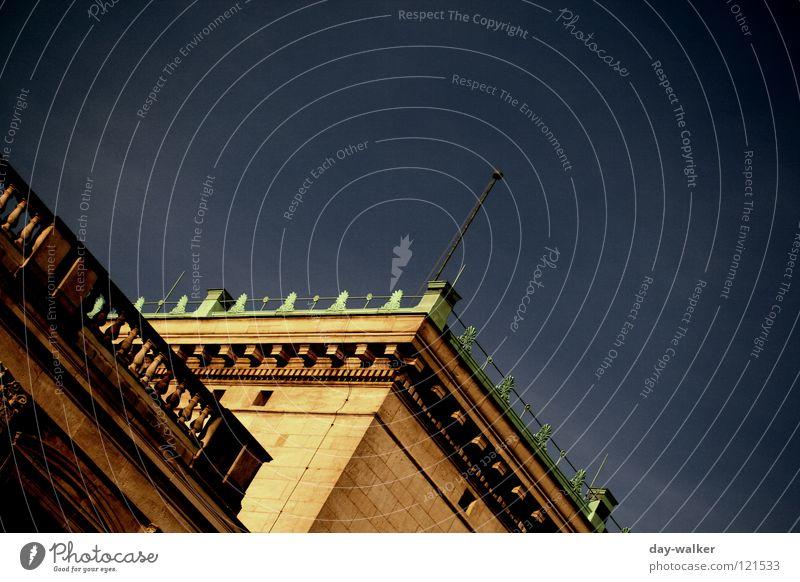 Reichtum im Glanz Natur Himmel Haus Farbe dunkel Stil Gebäude hell Industriefotografie Turm Dekoration & Verzierung Denkmal historisch Wahrzeichen