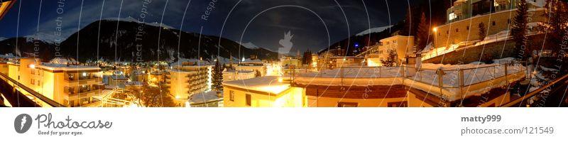 Davos bei Nacht Stadt Winter Ferien & Urlaub & Reisen Haus dunkel Schnee Berge u. Gebirge Gebäude Landschaft wandern Umwelt groß Felsen Nacht Tourismus Dach
