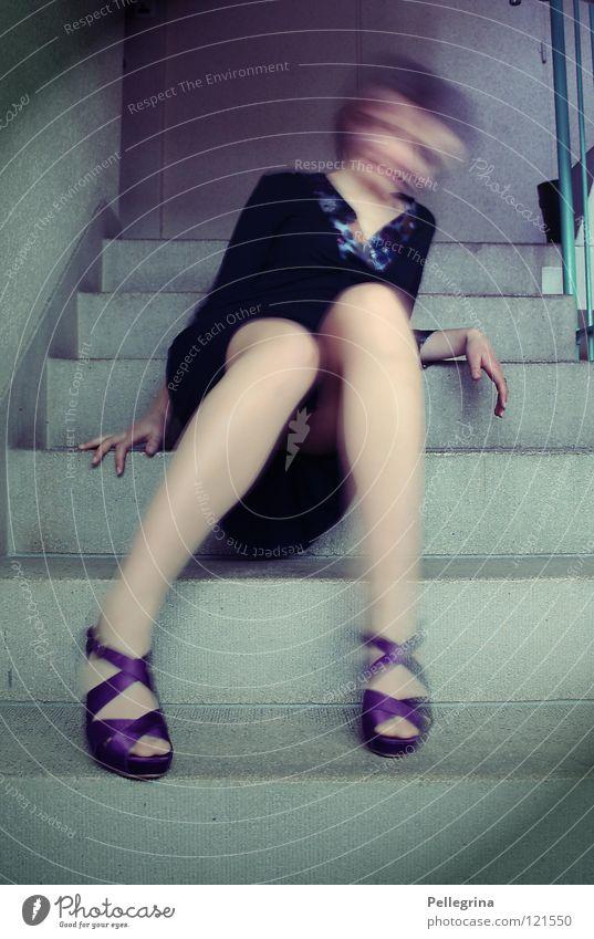 sleeping with ghosts Frau blau Bewegung Schuhe Beine Treppe Kleid Geister u. Gespenster Geländer Surrealismus Treppenhaus unklar Treppenabsatz Damenschuhe Rauschen Erscheinung