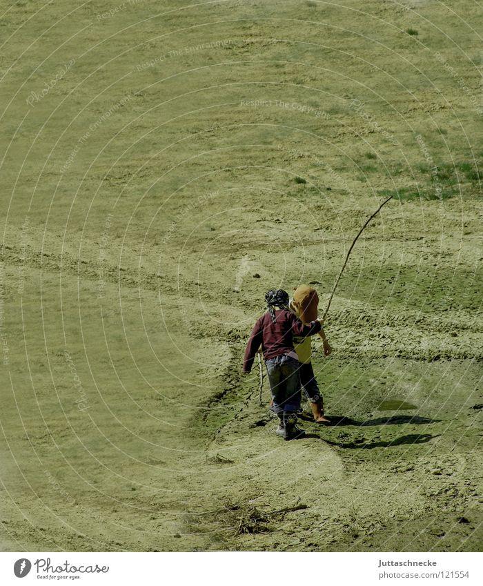 Häschen in der Grube Kind Natur Freude Spielen Junge Sand klein kämpfen Stock Paradies Bergbau Arena Braunkohlentagebau Lehm Sandgrube