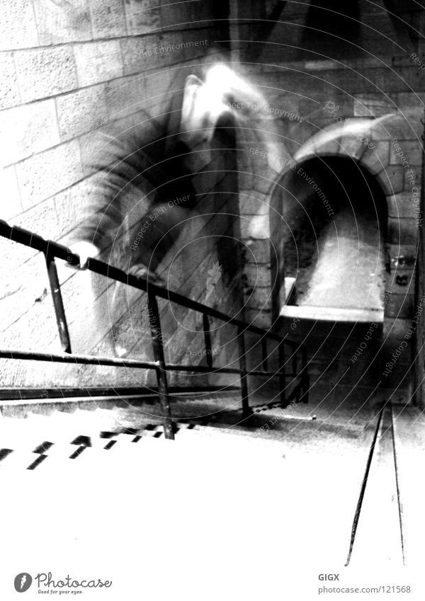 Alte Treppe springen Sandstein Ludwigshafen Mann Geländer alt Schwarzweißfoto a6