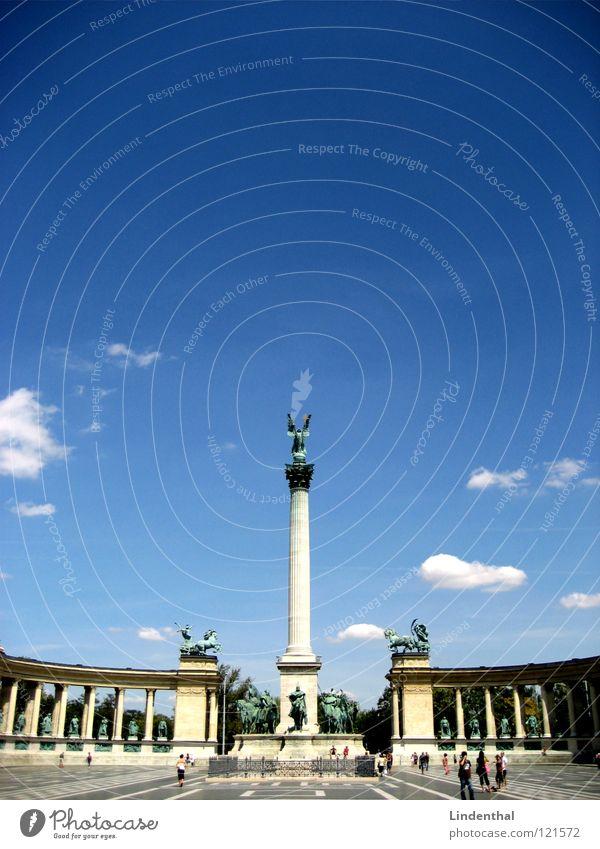 STATUE I Statue Himmel Budapest Platz Plaza historisch sky blue blau hungary Ungar place