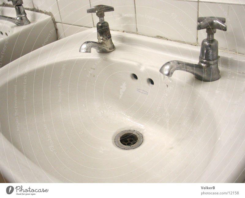 Hände Waschen Hand weiß Dinge Wasserhahn Waschbecken Keramik