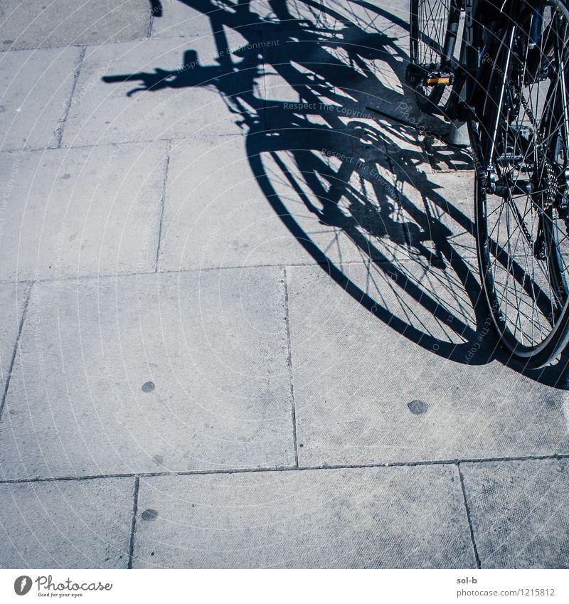 stckfbks Lifestyle Gesundheit Freizeit & Hobby Ferien & Urlaub & Reisen Tourismus Ausflug Fahrradtour Fahrradfahren Stadt Verkehr Verkehrsmittel Straße dunkel