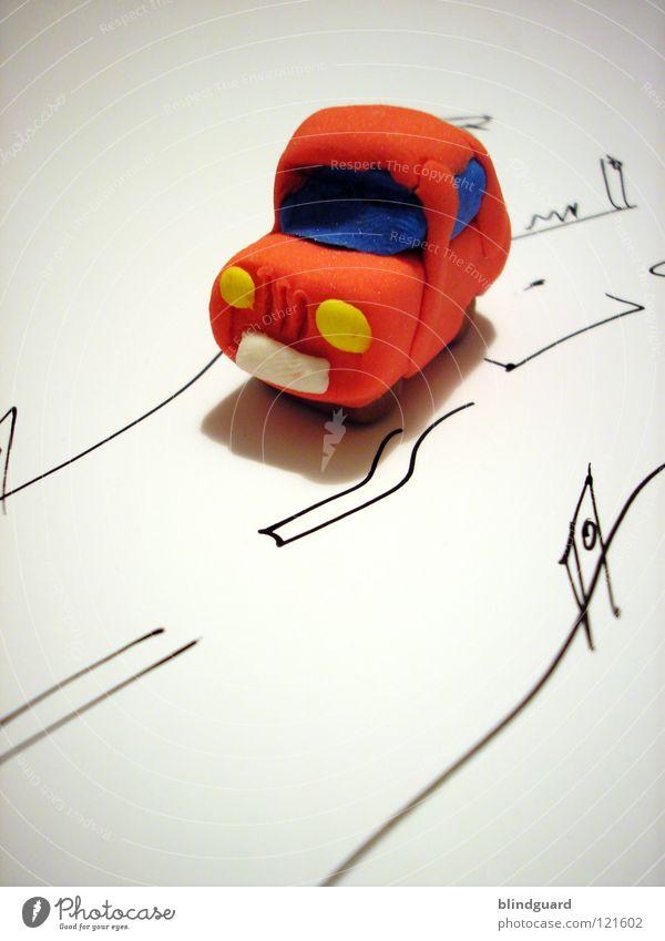 Es macht immer tüt tüt ... rot Straße PKW KFZ klein Verkehr Papier Makroaufnahme Kindheit Spielzeug Nahaufnahme niedlich Kreativität gemalt Knetmasse Spielzeugauto