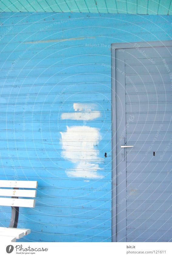 WAS WURDE EIGENTLICH AUS FRAU MEIER? weiß grau Renovieren Bildausschnitt Anschnitt Sanieren Farbfleck Holzwand himmelblau hell-blau Farben und Lacke Anstrich