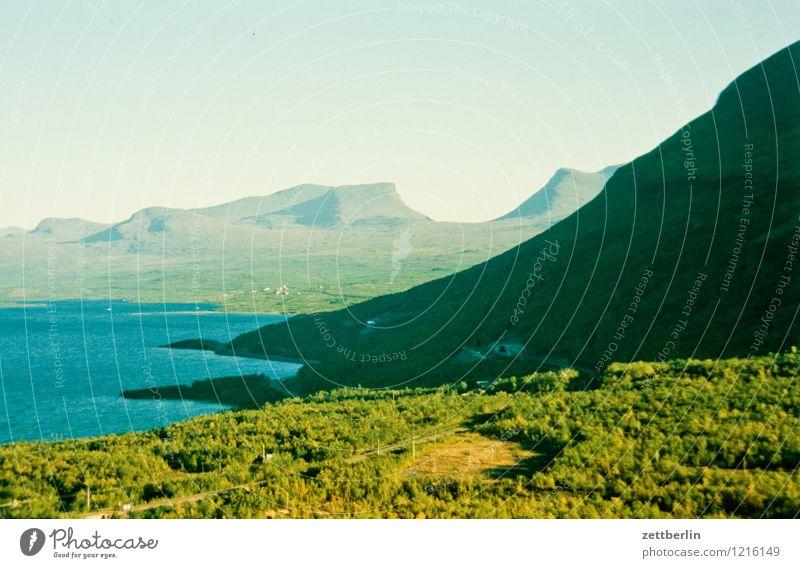 Norwegen (2) Skandinavien Landschaft Norden nordisch Fluss Küste Seeufer Flussufer Wasser Nebel Dunst Einsamkeit ruhig Ferien & Urlaub & Reisen Tourismus