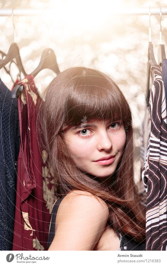 Neulich im Kleiderschrank XIV Lifestyle kaufen Reichtum elegant Stil Design schön Haare & Frisuren Gesicht harmonisch Mensch feminin Junge Frau Jugendliche 1