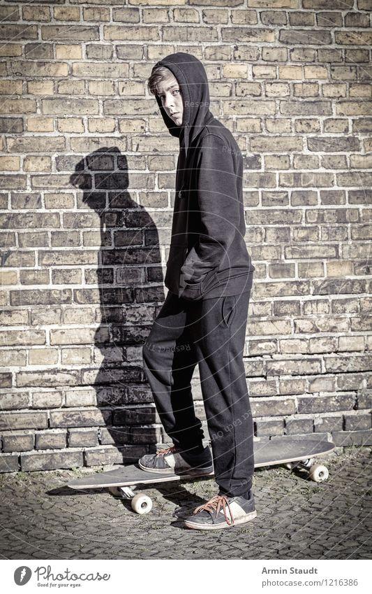 Cool auf'm Longboard IV Lifestyle Stil Freizeit & Hobby Sport Mensch maskulin Junger Mann Jugendliche 1 13-18 Jahre Kind Jugendkultur Mauer Wand Turnschuh