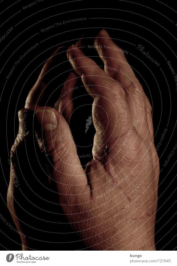 Du oder ich? Mann Hand Haare & Frisuren Traurigkeit Arbeit & Erwerbstätigkeit Haut Finger kaputt Falte Spiegel dick Schmerz Handwerk Riss Blut weinen