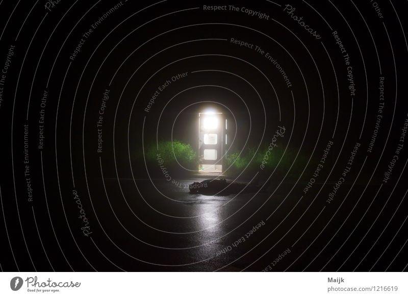 re-call Mensch maskulin Mann Erwachsene Körper 1 30-45 Jahre Natur Tür Straße Wege & Pfade Stein atmen liegen schlafen gruselig grün schwarz weiß Neugier