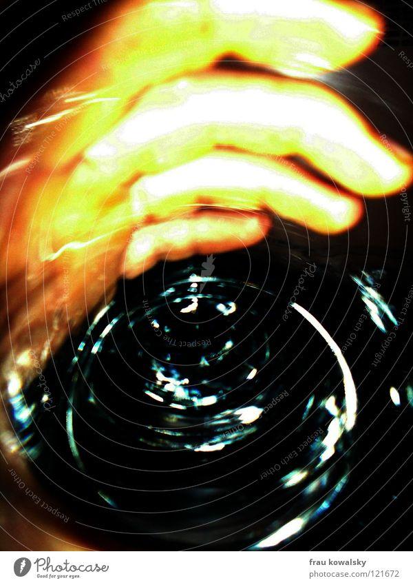 umtrunk Hand Wasser Glas modern Gastronomie Durst Schwindelgefühl