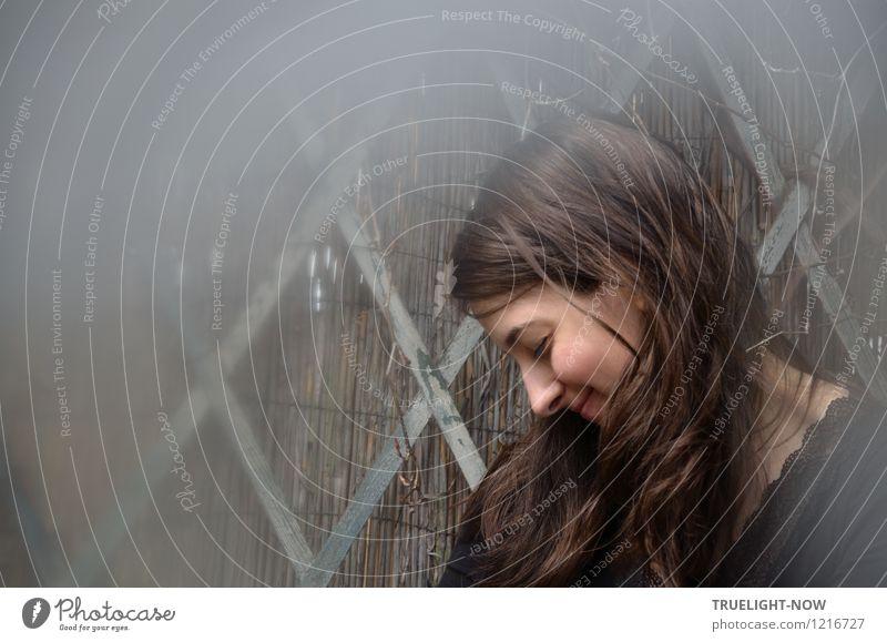 Kindheitserinnerung | Schönes Geheimnis bewahren... Mensch Jugendliche blau schön Junge Frau Freude 18-30 Jahre schwarz Erwachsene Leben feminin Gesundheit