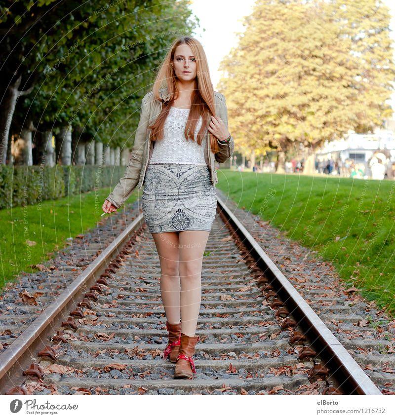 Schienenweg Mensch feminin Junge Frau Jugendliche Erwachsene 1 18-30 Jahre Baum Verkehrswege Schienenverkehr Gleise Mode Kleid Jacke Leder Stiefel brünett