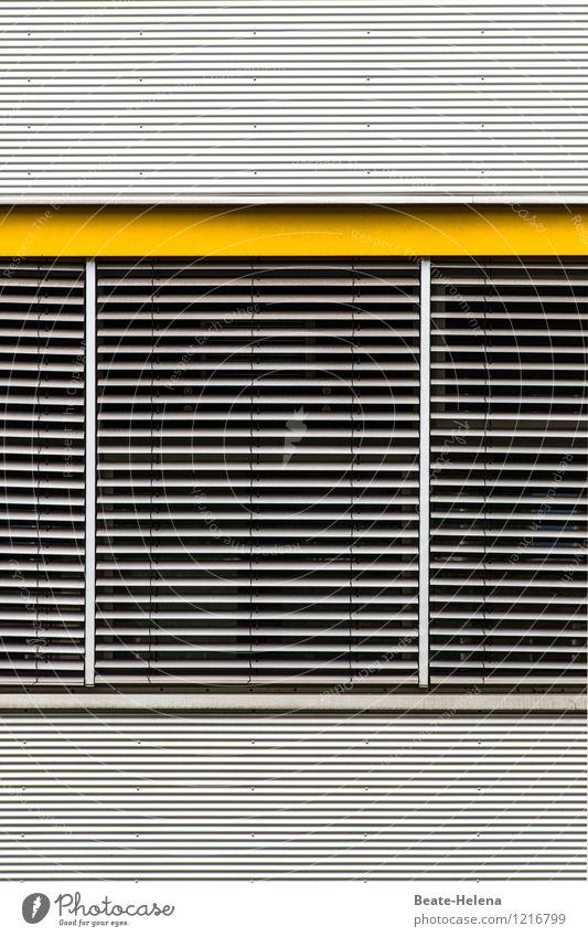 Angenehme Kühle ... Haus Fenster kalt gelb Wand Stil Mauer außergewöhnlich Fassade glänzend Häusliches Leben modern ästhetisch Technik & Technologie Industrie